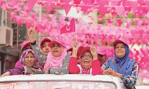 Maldives police raid opposition on eve of election