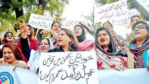Women, minorities have minor share of govt postings