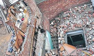سکھر: مکان کی دیوار گرنے سے 8 بچے جاں بحق، 3 زخمی