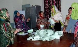 قومی اسمبلی کے 71 فیصد نتائج: پی ٹی آئی, مسلم لیگ (ن) 4،4 نشستوں میں آگے