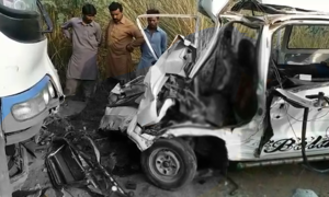 سرگودھا: تیز رفتار بس اور وین میں تصادم، 5 طالبات سمیت 7 افراد جاں بحق