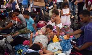 Hondurans resume march from Mexico to US