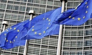 EU urges US, Russia talks to 'preserve' nuclear treaty