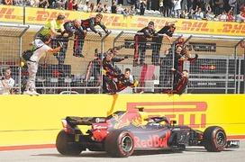 Hamilton's fifth F1 title on hold as Raikkonen claims US Grand Prix