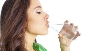 جسم میں پانی کی کمی دور کرنے میں مددگار غذائیں