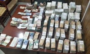 نیب کا ریٹائرڈ سرکاری افسر کے گھر پر چھاپہ، 33 کروڑ روپے برآمد