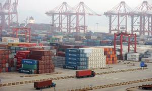 نئی حکومت کے چوتھے ماہ میں تجارتی خسارہ کم ہونے لگا