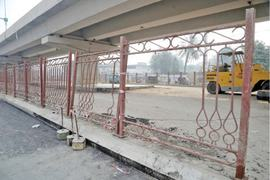 Junkies, scavengers taking away BRT iron fencing