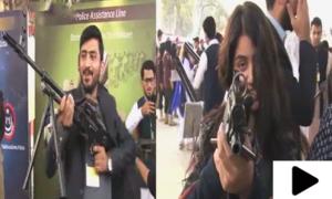 پشاور میں طلبہ کے لیے جدید اسلحے کی نمائش