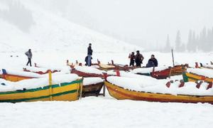 Snow-clad valley in Swat attracts tourists from across country