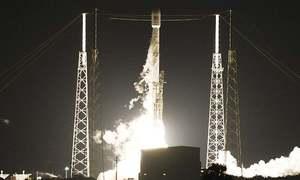 SpaceX gets nod to put 12,000 satellites in orbit