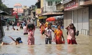 بھارت میں طوفان سے 33 افراد ہلاک، ہزاروں ریلیف کیمپ منتقل