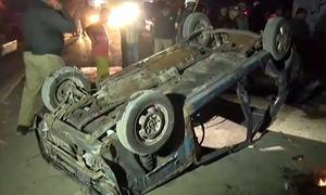 کراچی: تجاوزات گرانے کے دوران شدید ہنگامہ آرائی، موٹرسائیکلیں اور کار نذر آتش