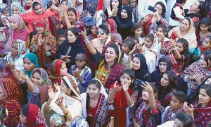 Jubilant crowds sing and dance to celebrate Sindh Culture Day