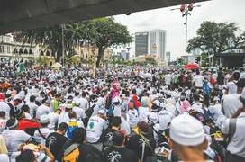 Muslims rally to defend privileges in Malaysia