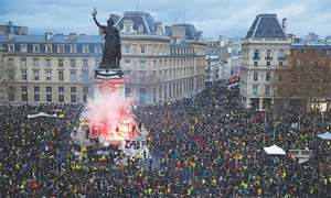 'No-surrender': French rebels return to Paris for Act IV