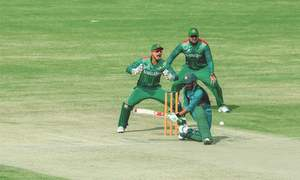 Mosaddek fireworks down Pakistan as BD make semis