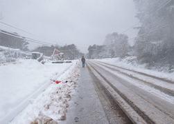 Swath of US south faces snow, sleet and freezing rain