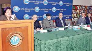 Panellists call for trilateral, inclusive peace negotiations on Kashmir issue