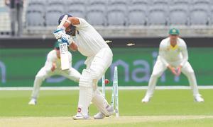 Kohli rescues India after Australia post 326