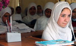 قبائلی اضلاع میں پرائمری کے بعد اسکول چھوڑنے والی لڑکیوں کی شرح 79 فیصد