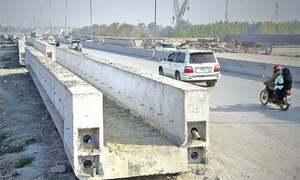 پشاور: بی آر ٹی منصوبے کے باعث 400 ٹریفک اہلکار مختلف امراض میں مبتلا