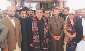 Governor, PTI leaders discuss 'change' with Mahars of Ghotki