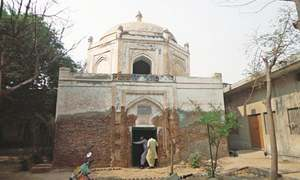 Shah Hussain Sadozai's tomb likely to be restored with Rs8.3m