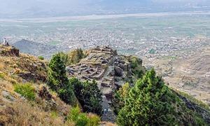 قصہ سوات میں واقع راجا گیرا کے قلعے کا