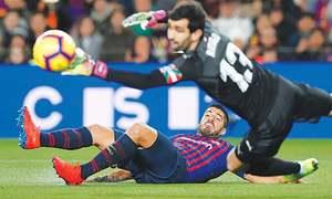 Messi scores record 400th La Liga goal, sends Barca five points clear