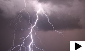 کراچی میں گرج چمک کے ساتھ موسلا دھار بارش
