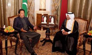 PM Khan discusses economic cooperation with Qatari counterpart
