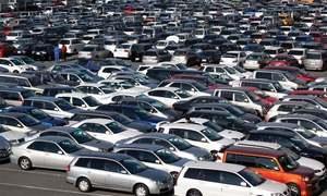گاڑیوں کی فروخت میں کمی، آٹو شعبہ اپنی پیداوار کم کرنے پر مجبور