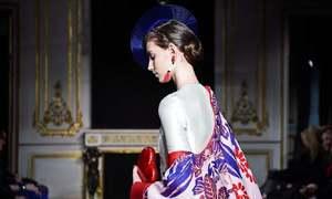 پیرس فیشن ویک، دیدہ زیب ملبوسات نے حاضرین کا دل جیت لیا