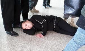 Chinese men protest customs duty on cellphones — by lying on floor at Islamabad airport