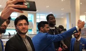 Zalmi skipper Darren Sammy arrives in Pakistan to overwhelming welcome from fans