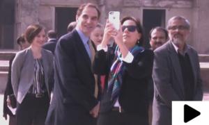 امریکی سفیر پول جونز کا اہلیہ کے ہمراہ لاہور کے شاہی قلعہ کا دورہ