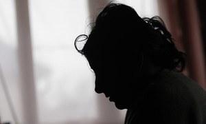 کمسن بیٹی پر تشدد کا الزام، جوڑا گرفتار