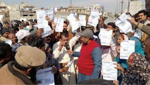 Protest outside Chakwal SNGPL office