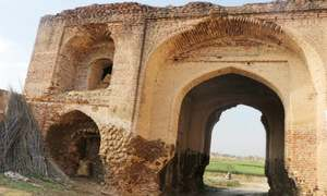 Pakka Khanpur Fort in a state of disrepair