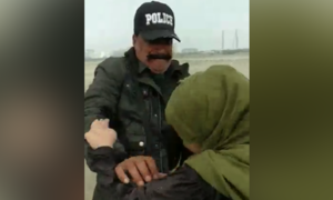 4 policemen dismissed from service for misbehaving with couple at Karachi's Sea View