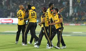Peshawar Zalmi knock defending champions Islamabad United out of PSL to reach final