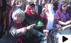 پی پی پی کارکنان کا وزیر صحت  عامر کیانی کی گاڑی کا گھیراؤ