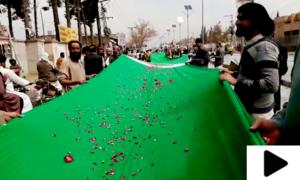 یوم پاکستان پر 300 میٹر لمبا قومی پرچم تیار