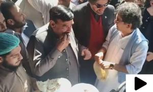 شیخ رشید کی چپلی کباب کھانے کی ویڈیو وائرل