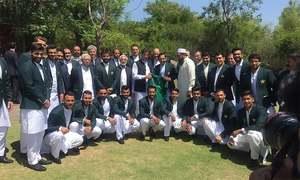 'Kaptaan' Khan gives cricket team pre-World Cup pep talk