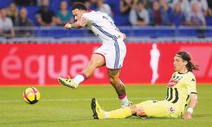 Lyon stay on track to finish third