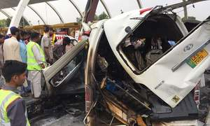 12 dead, 6 injured in van accident at Islamabad toll plaza