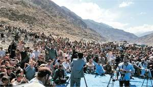 Protesters block KKH against restriction on timber movement