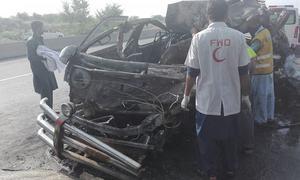 جہلم: مسافر وین میں آتشزدگی، 8 مسافر جھلس کر جاں بحق